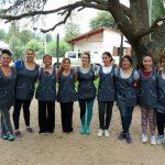 Guardapolvos para las educadoras hechos por el Taller de Costureras Municipales